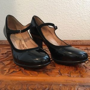 Sofft size 8 Black patent leather heels